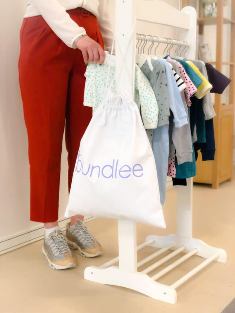 company rents clothes for babies. Fashion carborn foot print is high. Hirin and second hand purchase are methods for reduce its carbon footprint. Published in The Green Bee: Eco-Journalism. Author Juanele Villanueva