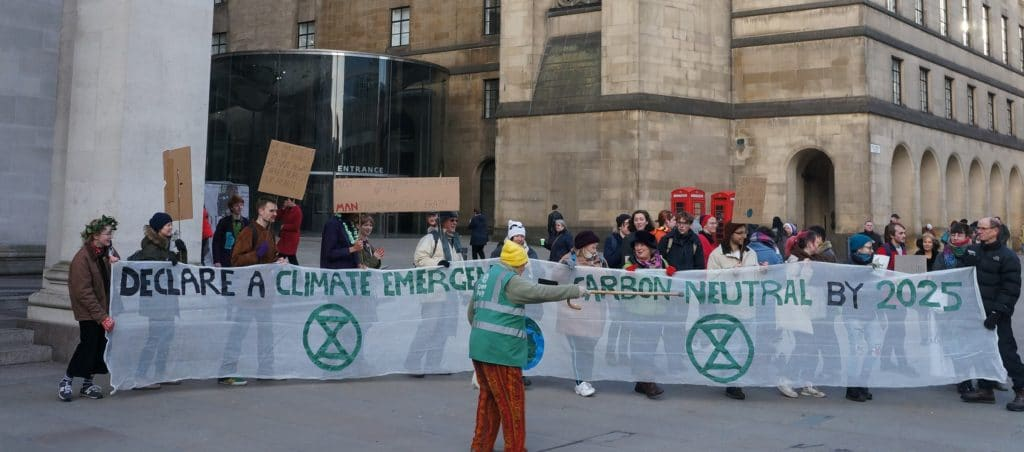 Extinction Rebellion demands to declare climante emergency. Ectinction Rebellipn demaands climate emergency. They organise pacific disruption. They gather hundreds of people. Published in The Green Bee: Eco-Journalism. Author Juanele Villanueva